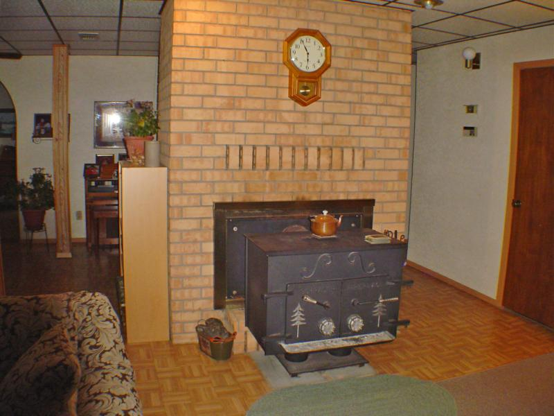 Below level is a living rm/den/family room with fireplace. The fireplace is  2 faced with a stove insert on the family room side. - NEW LISTING- Feb 2009 - Home For Sale Idabel Oklahoma, McCurtain