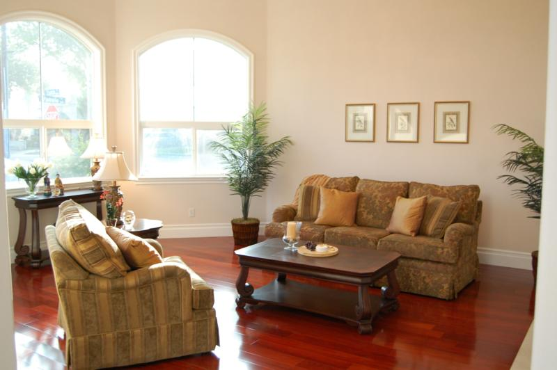 living room without rug | Conceptstructuresllc.com