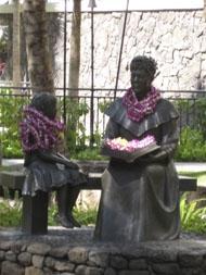 waikiki statues