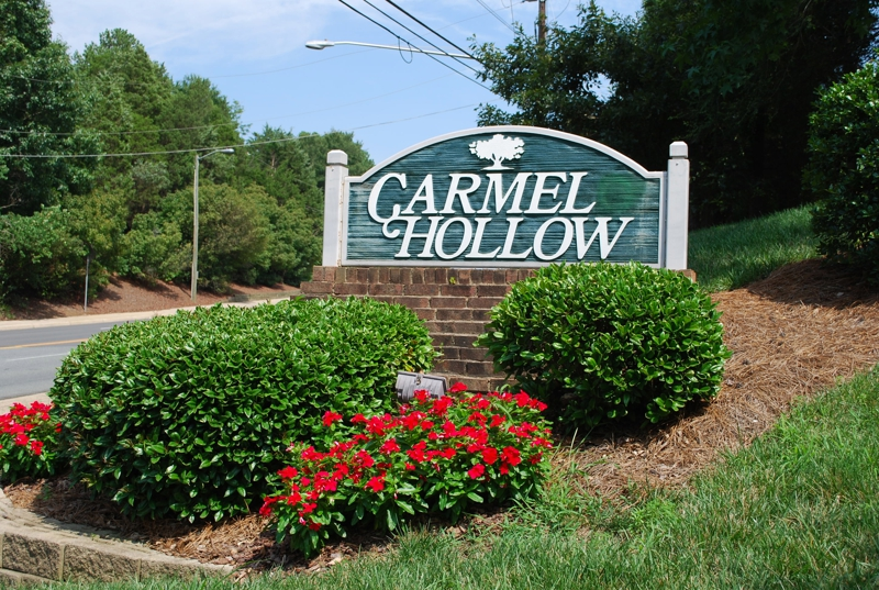 Carmel Hollow townhomes South Charlotte entrance
