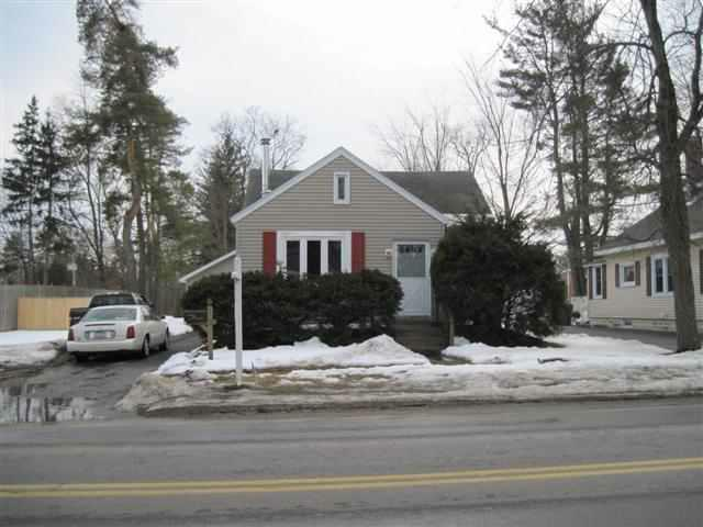 Charming Bungalow Home For Sale 1 Van Buren Rd Glenville NY