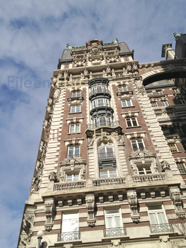 These buildings are usually ten to twenty stories, provide spacious  apartment lay-outs, gracious architectural amenities with features such as  larger rooms, ...