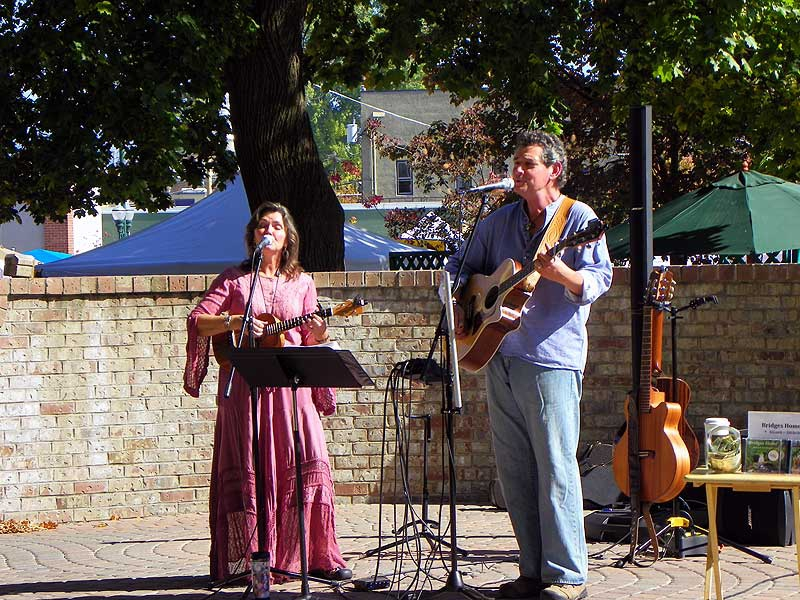 Duo of Dave and Tami Gunter provides Celtic and contemporary music