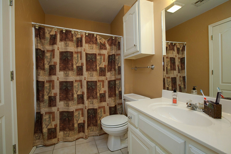 Guest Bathroom 8705 N 125th East Avenue, Central Park, Owasso Oklahoma