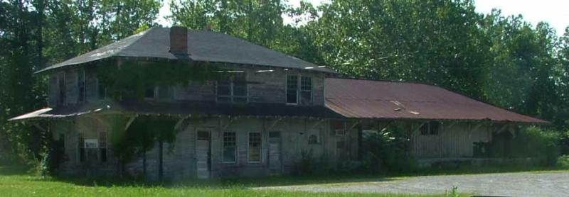 Jamestown Tennessee: Derelict O&W Railroad Depot
