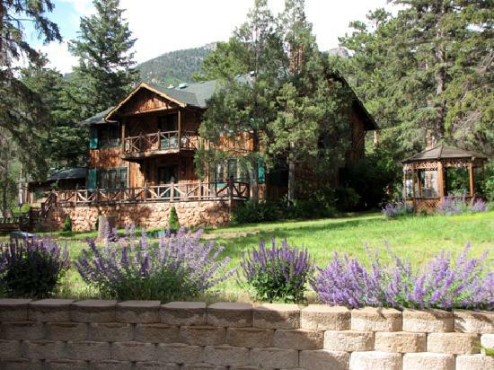 Bed and breakfast for sale perfect vacation or log home for Rocky mountain lodges