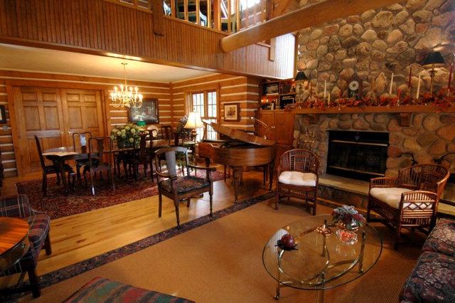 Door County Bed And Breakfast Wooden Heart Inn Sister