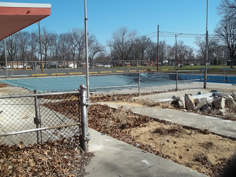 Get out to the park in garden city mi for Garden city swimming pool