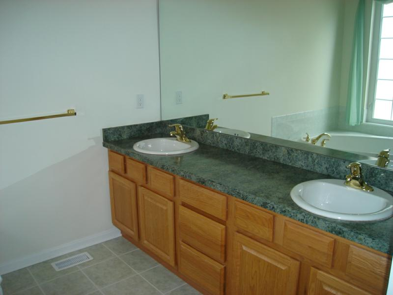 9488 Scottsdale Dr. Broadview Heights Oh real estate master bath