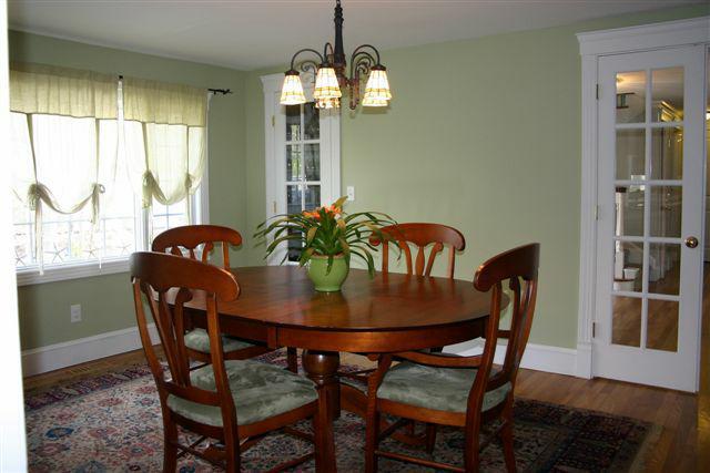 daycare dining room eat in living room home staging. Black Bedroom Furniture Sets. Home Design Ideas