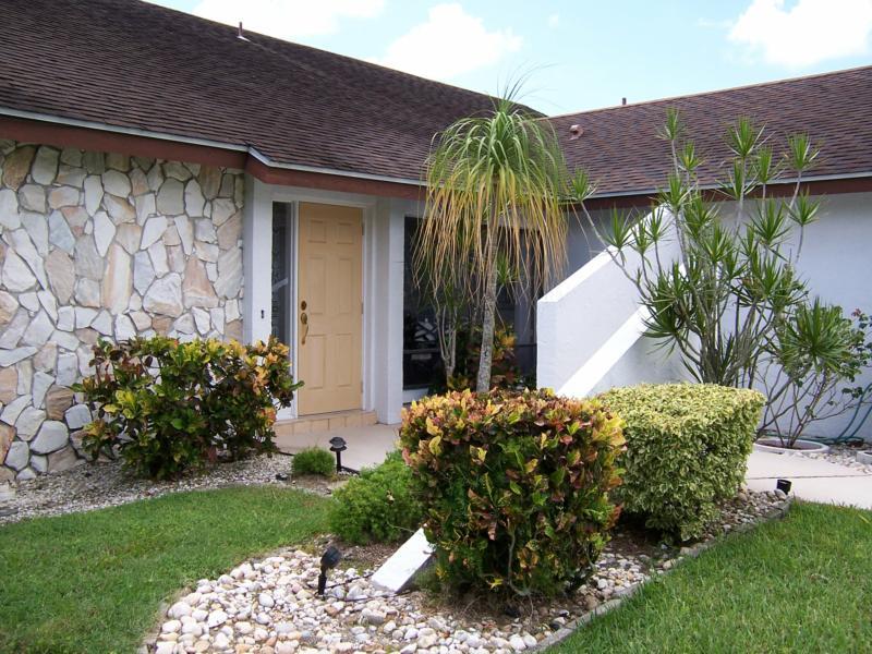 322 Se 32nd St Cape Coral Fl A True Tropical Home