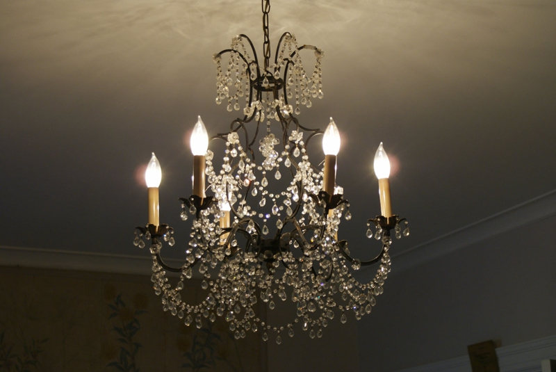 "<a href=""http://www.publicdomainpictures.net/view-image.php?image=1373&picture=chandelier"">Chandelier</a> by Robert Kraft"