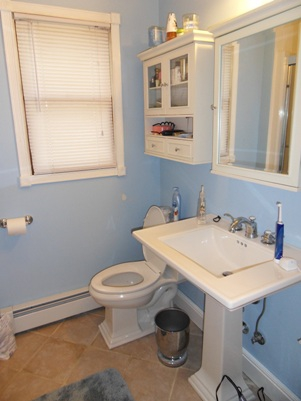 Bathroom Before Interior Redesign and Home Staging