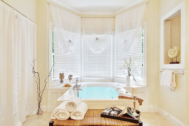 appealing bathroom decoration | Staging Tips: Appealing Bathrooms - Home Design 2 Sell