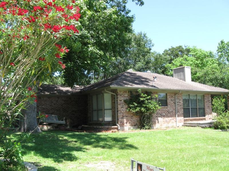 Huntsville tx homes walker county real estate market for Home builders in livingston tx