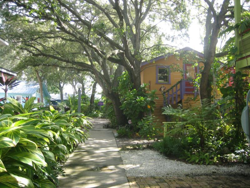 sarasota colony moore haven houses