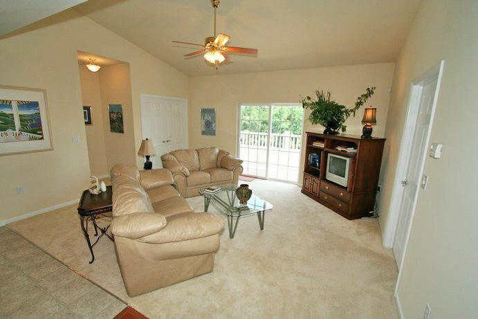 Chesterfield condo 3 years new with vaulted ceilings for Living room with 9 foot ceilings