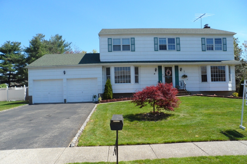 4 Bedroom 3 5 Bath Center Hall Colonial For Sale In Fairfield NJ Open House