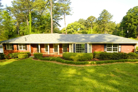 Bradcliff drive atlanta ga 30345 just listed 1960s ranch for Ranch style house characteristics