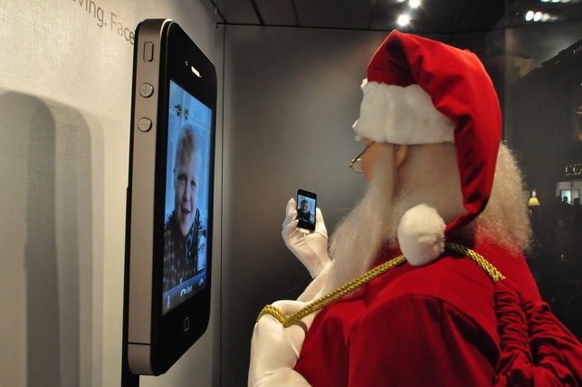 vegas bob caught santa clause at the apple store and guess what he was doing. Black Bedroom Furniture Sets. Home Design Ideas