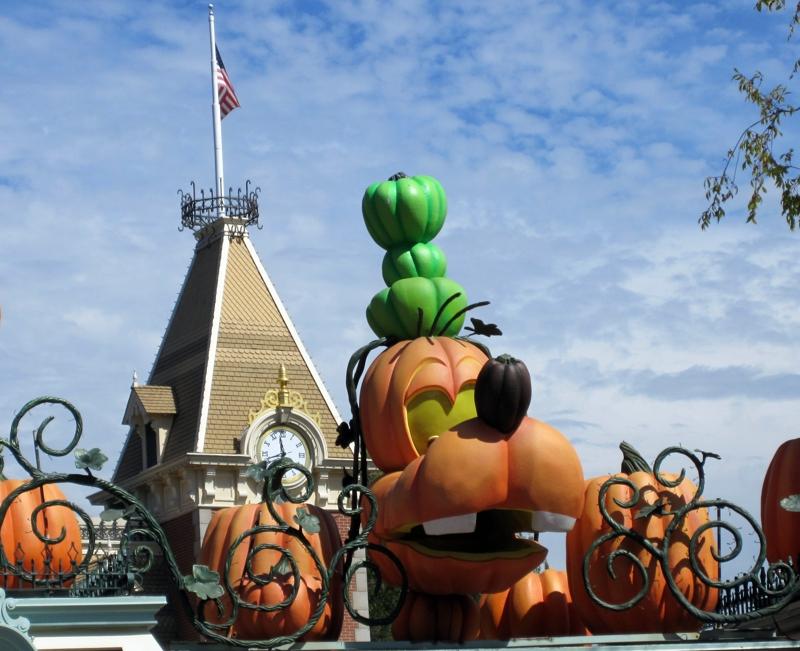Disneyland's Pumpkin Goofy