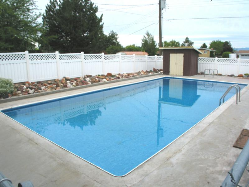 homes with pools in nampa id