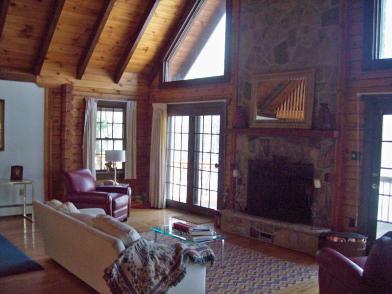 Log Lakefront Living room W/ Dramatic Fireplace ...