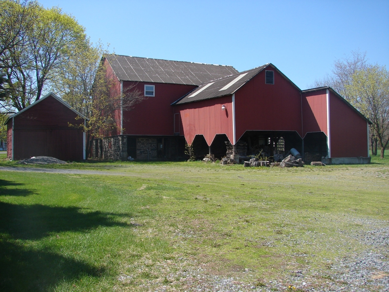 Farmhouse On 13 Flat Acres With Barn Carriage House In