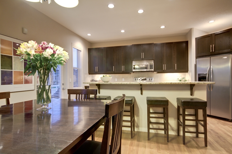 7 Aspen Stone Grove SW - Kitchen