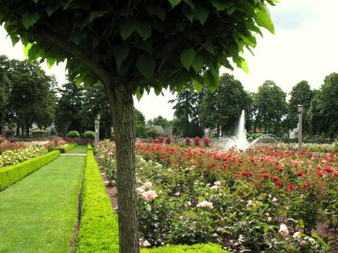 The city of roses portland oregon and historic penninsula for Garden fountains portland oregon