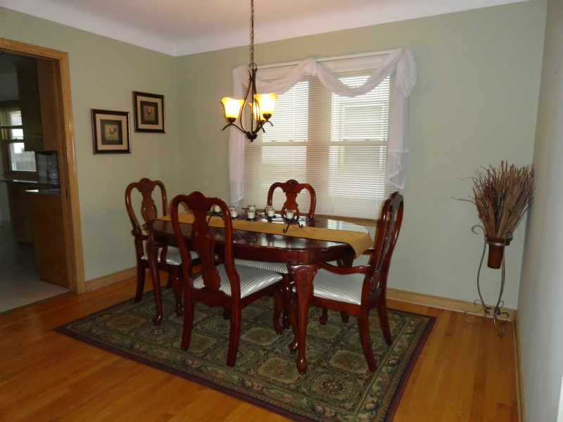 perfectly staged vacant dining room