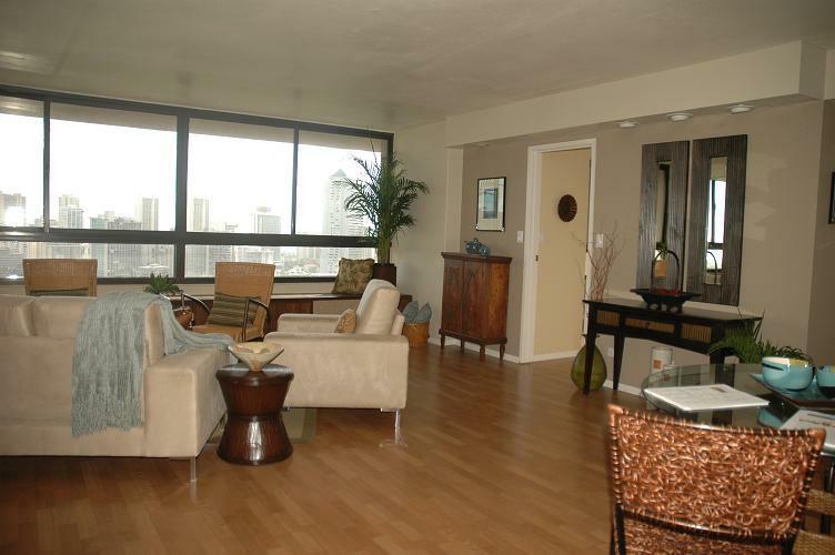 Spacious living area with oak laminate flooring