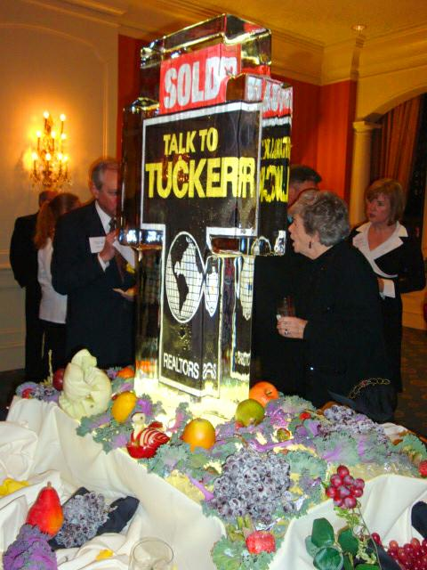 F.C.Tucker Ice Sculpture welcomes Top Producers to Presidents Club Dinner