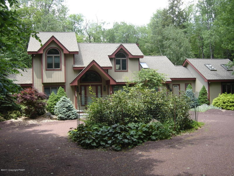 Lake Naomi brings in people from all over the world! It is the Pocono Mountain experience at it's finest. Listings available all over Lake Naomi on my ...