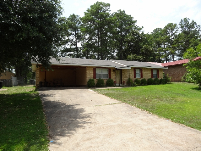 Three bedroom home for sale Pineville la