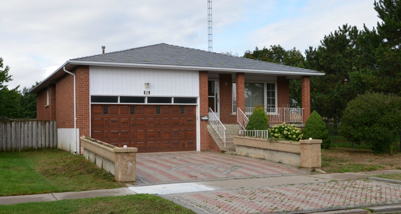 Brick Bungalow With Double Garage In Brampton Ontario For Sale