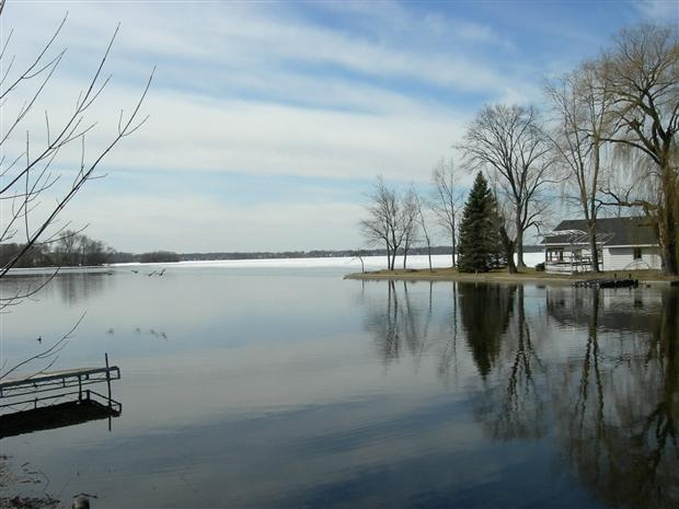waukesha county lake homes,lake homes for sale in waukesha county wisconsin,tom braatz, lisa bear