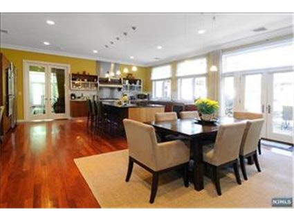 Cresskill NJ House for Sale Eat-In Kitchen