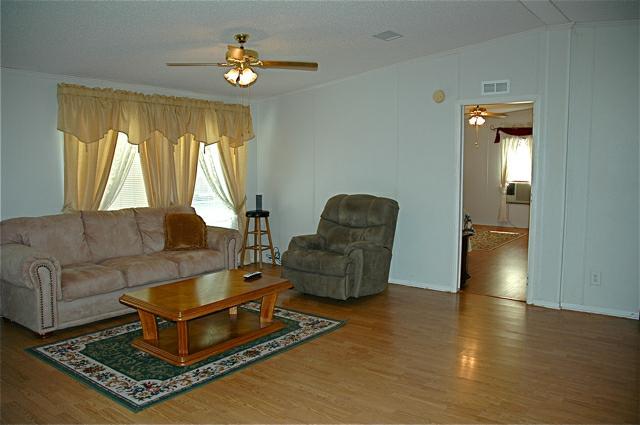 9725 Baudoin PVT road, Maurice, LA 70555 - Living