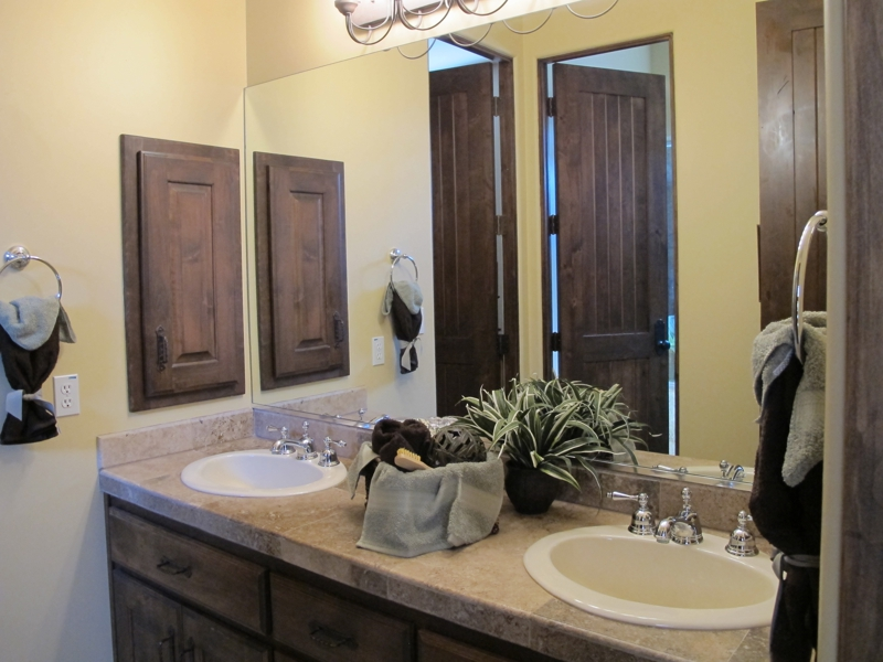 Phoenix home stager shares 5 bathroom tips for selling for Staging bathroom ideas