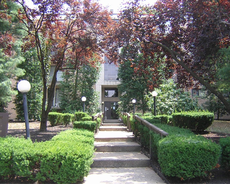 Haverford Hill Condo Courtyard