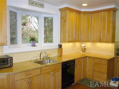 Pelham Manor Center Hall Colonial Homes for Sale - Kitchen
