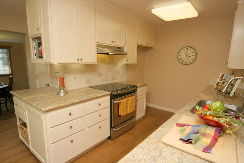 Charmant Outside Corner Kitchen Cabinet Design Ideas