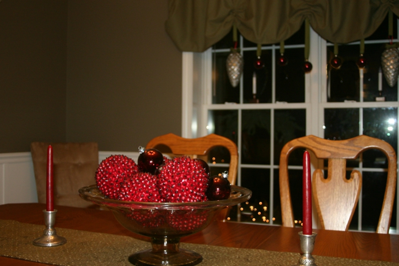 dining room christmas decorating