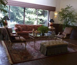 Lobby at 1 Gristmill HomeRome 410-530-2400