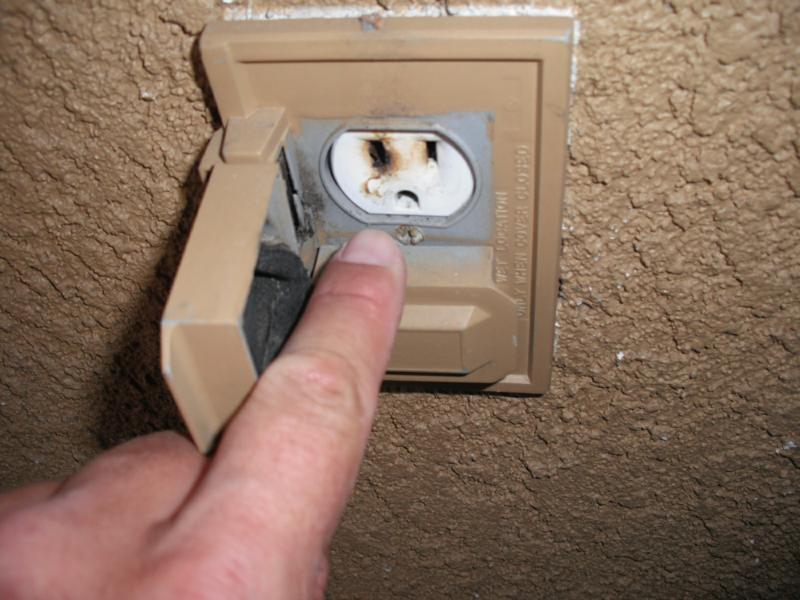 Home Inspector Turns Up Christmas Light Fire Dangers