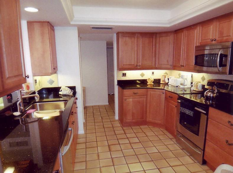 7600 Bayshore Dr #604 Kitchen
