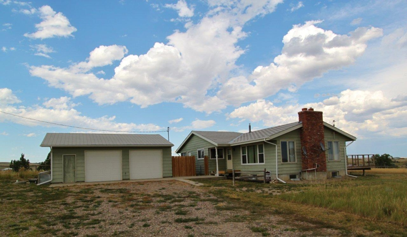 Horse property near great falls mt for sale nice rural real estate - The living room great falls mt ...