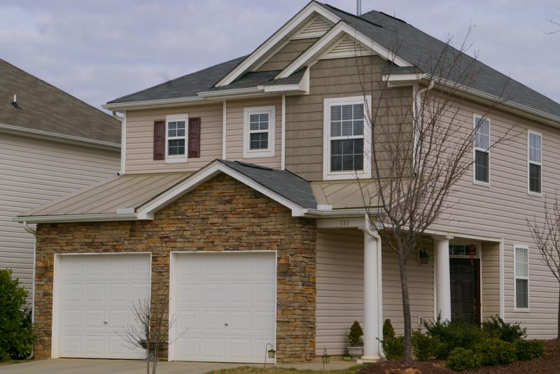 Types of roofing shingles shakes what costs least for Types of roofing materials and cost