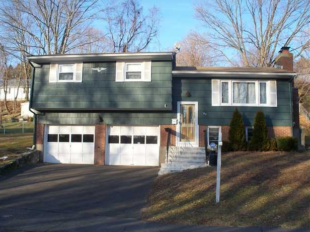 Homes under contract in Naugatuck CT